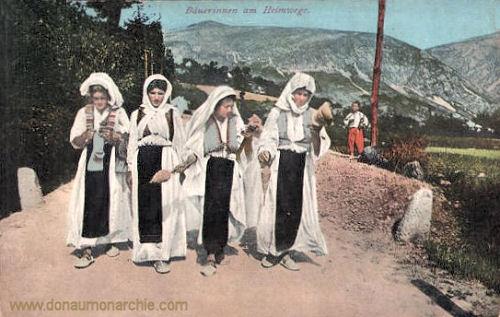 Bäuerinnen am Heimwege