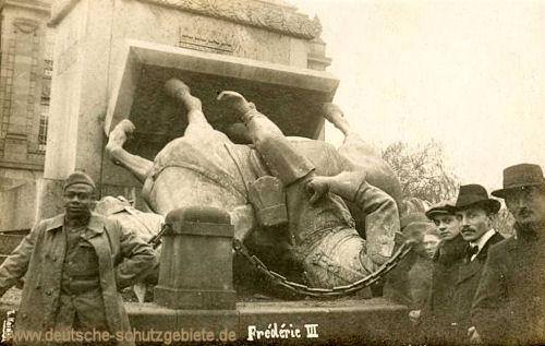 Metz, zerstörtes Denkmal Kaiser Friedrich III. 1918