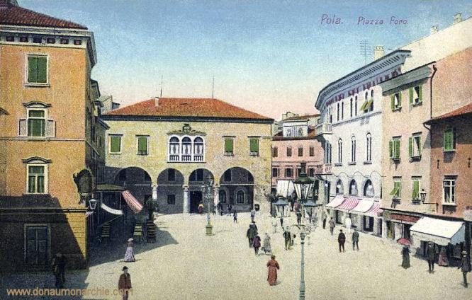 Pola, Piazza Fora