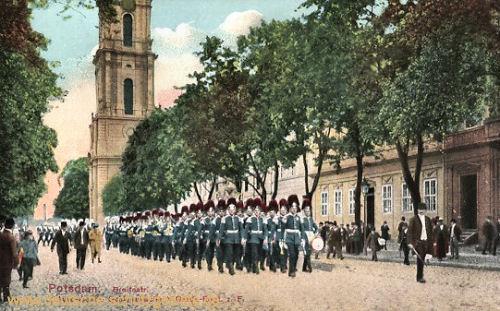 Potsdam, Breitstrasse, Aufziehende Schlosswache Garde-Regiment