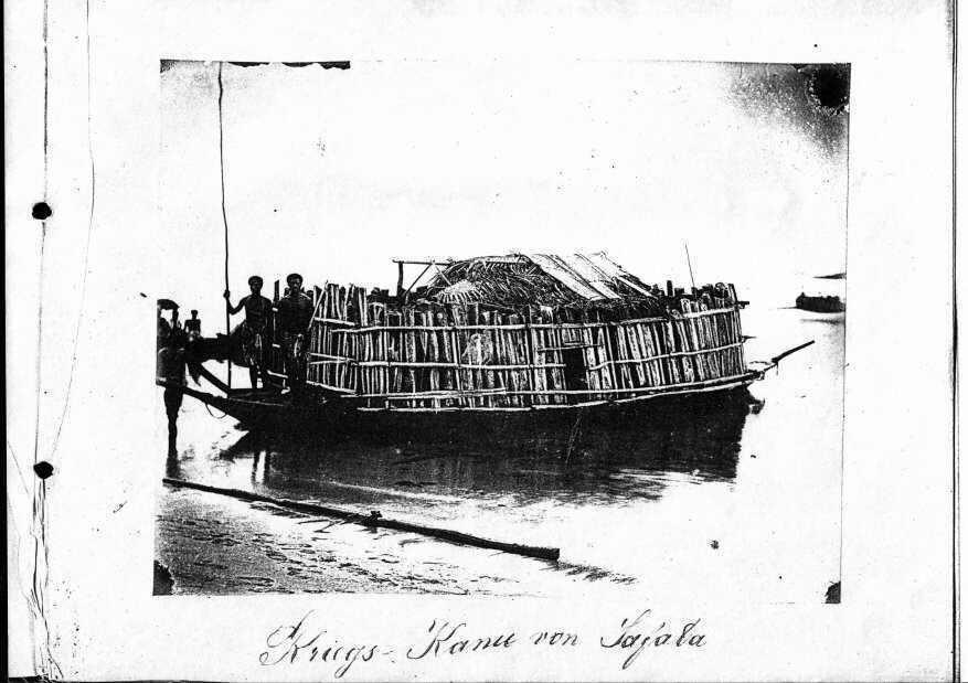 Kriegs-Kanu von Safata