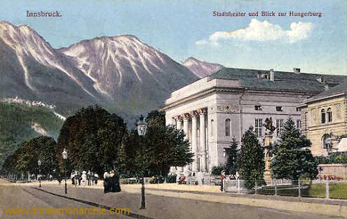 Innsbruck, Stadttheater und Blick zur Hungerburg