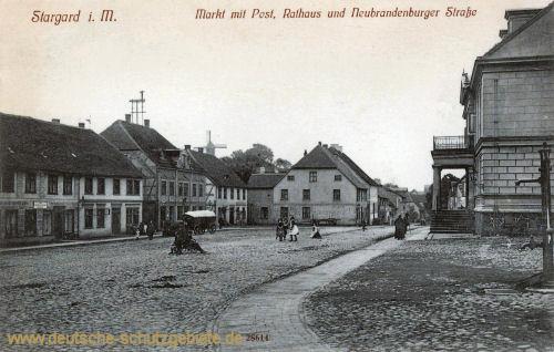 Stargard i. M., Markt mit Post, Rathaus und Neubrandenburger Straße