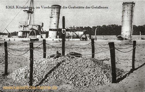 S.M.S. Königsberg, im Vordergrund die Grabstätte der Gefallenen