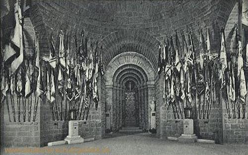 Kyffhäuser-Denkmal, Ehrenhalle mit Urnen