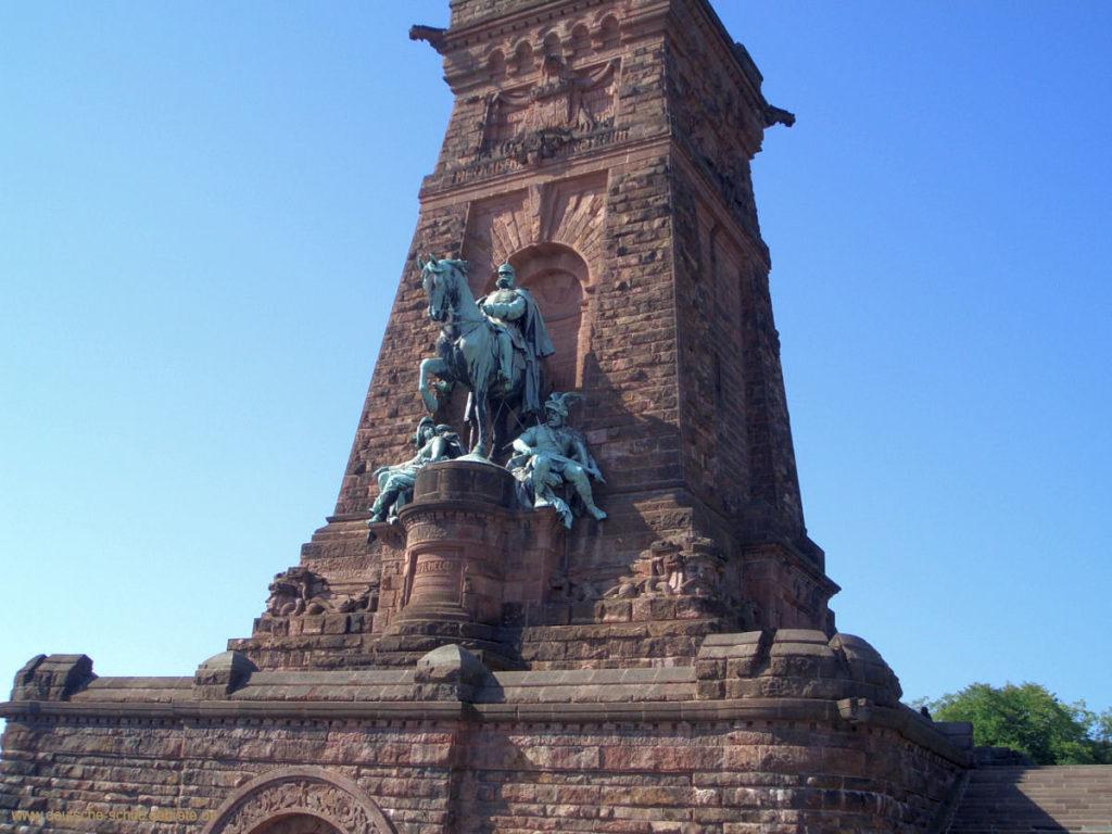 Kaiser Wilhelm I., Höhe des Reiterstandbildes 9,70 m
