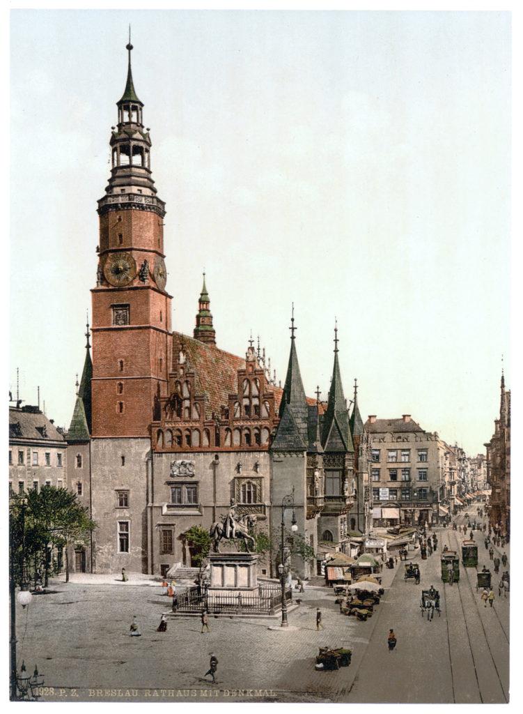 Breslau Rathaus mit Denkmal