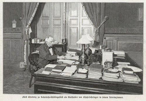 Fürst Chlodwig zu Hohenlohe-Schillingsfürst als Statthalter von Elsaß-Lothringen in seinem Arbeitszimmer.