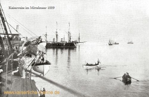 v.l.n.r.: S.M.S. Kaiser, S.M.S. Deutschland, S.M.S. Leipzig, S.M.S. Jagd und S.M.S. Blitz auf der Reede von Korfu