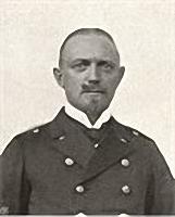 Kapitän zur See Erich Köhler. * 06.09.1873 in Göttingen, † 04.11.1914 vor den Westindischen Inseln. Kommandant des Kleinen Kreuzers Karlsruhe 1914