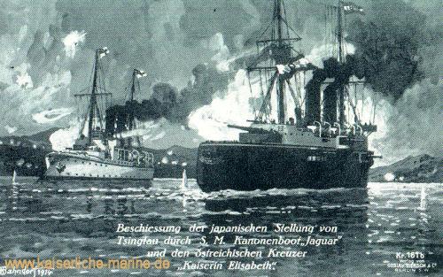 """Beschießung der japanischen Stellungen durch S.M. Kanonenboot """"Jaguar"""" und den österreichischen Kreuzer """"Kaiserin Elisabeth""""."""