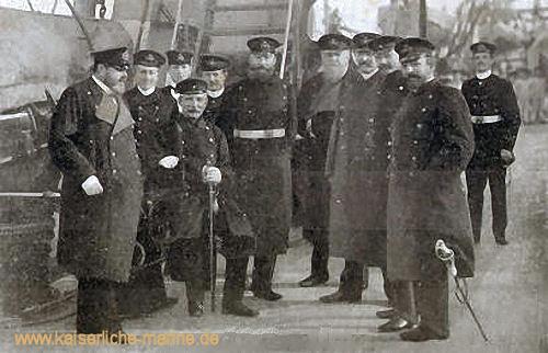 Auf S.M.S. König Wilhelm, 1893 v.l.n.r.: Wilhelm Schröder, Tirpitz, Freiherr von der Golz, von Arnim, von Senden