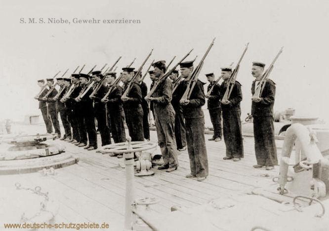 S.M.S. Niobe, Gewehr exerzieren