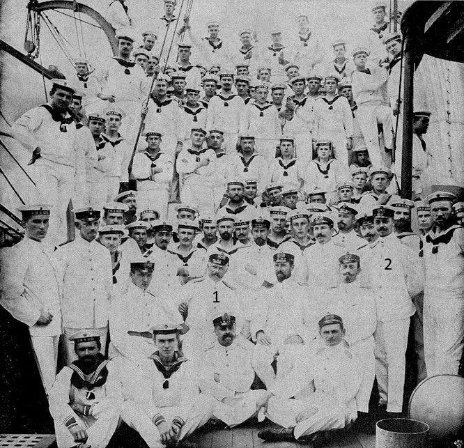 Die Besatzung des deutschen Kanonenboots Iltis, die bei der Eroberung der Takuforts im Feuer stand (1 Korvettenkapitän Lanz wurde schwer verwundet, 2 Oberleutnant z.S Hellmann, gefallen beim Sturm auf die Takuforts.)
