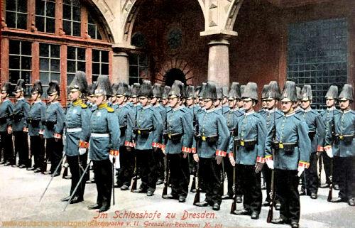 Dresden, Ehrenwache vom II. Grenadier-Regiment No. 101 im Schlosshofe zu Dresden