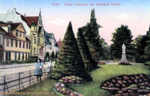 Celle, Thaer-Denkmal mit Bahnhof-Straße