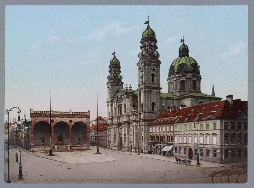München, Theatinerkirche mit Feldherrenhalle
