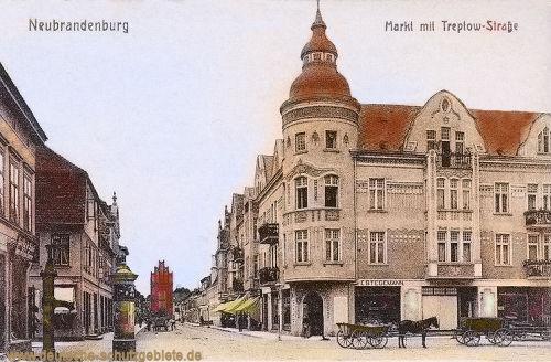 Neubrandenburg, Markt mit Treptow-Straße