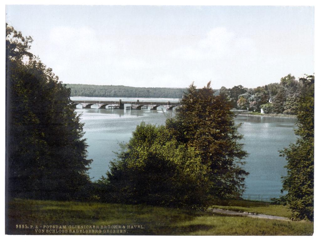 Potsdam. Glienicker Brücke & Havel. Von Schloss Babelsberg gesehen.