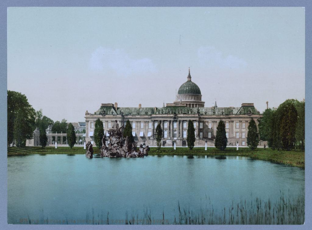 Potsdam. Stadtschloss mit See & Neptungruppe