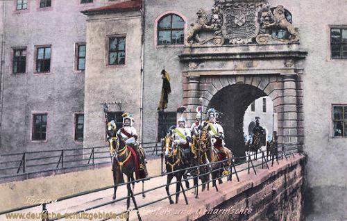 Torgau, Portal des Schlosses Hartenfels und Geharnischte