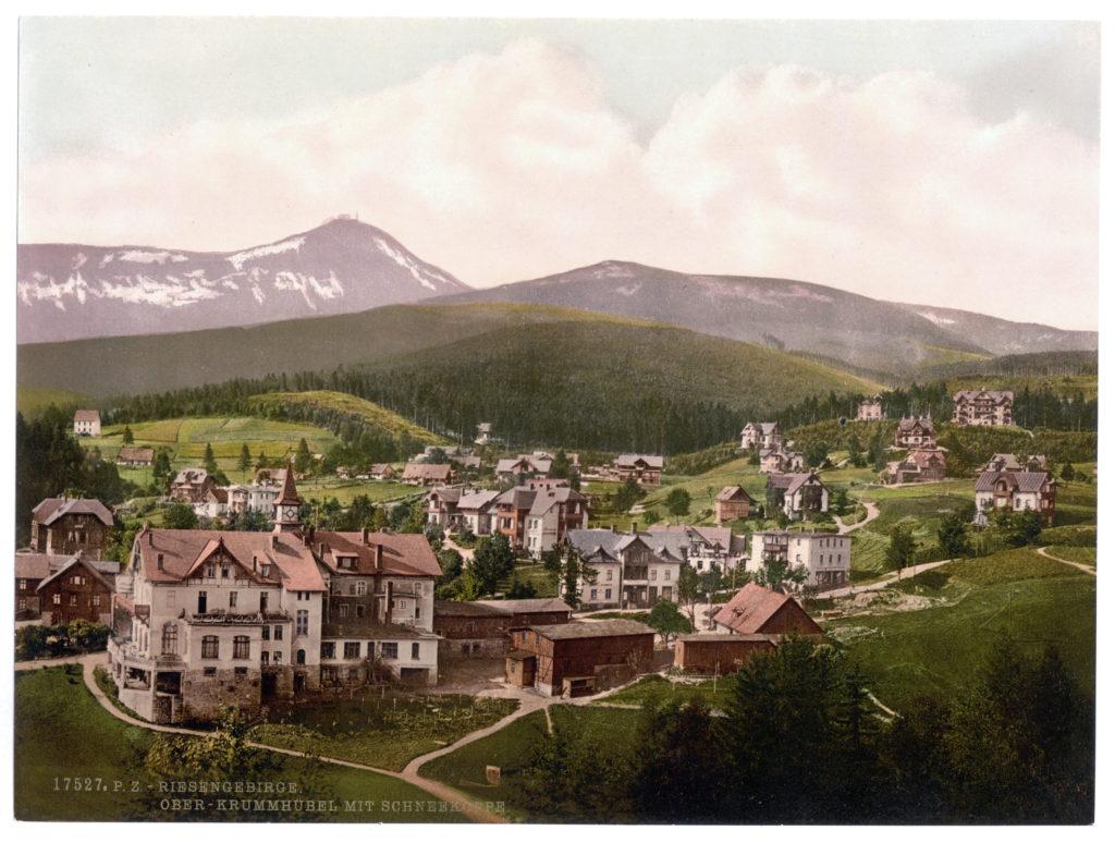 Riesengebirge. Ober-Krummhübel mit Schneekoppe