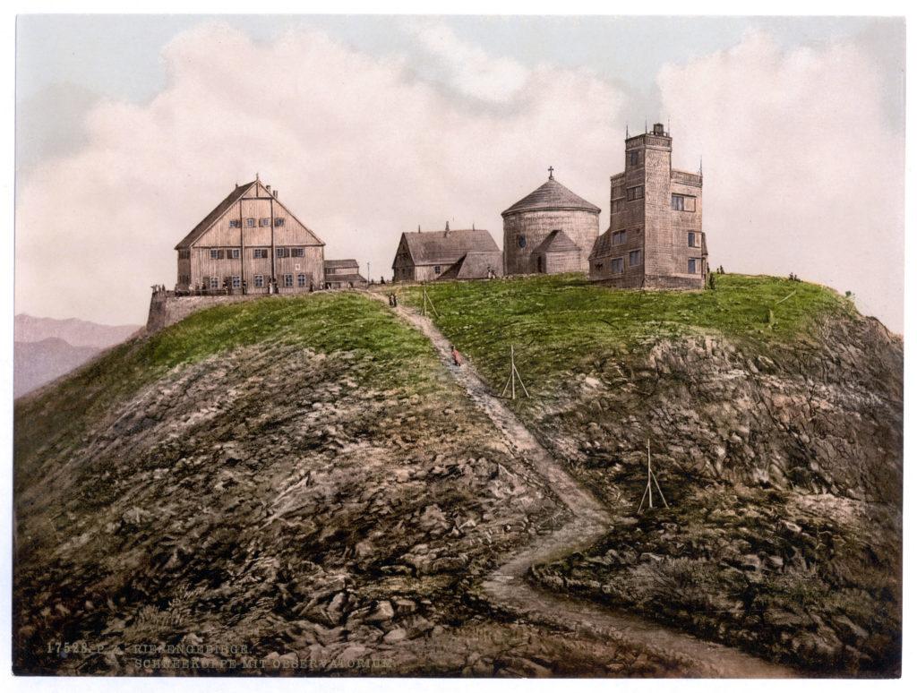 Schneekoppe mit Observatorium (Riesengebirge)
