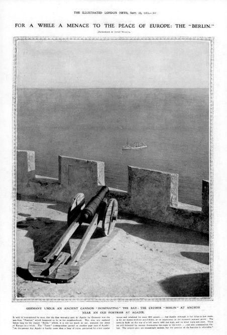 """Das berühmte Foto vom """"Panthersprung nach Agadir"""" zeigt in Wirklichkeit den Kleinen Kreuzer Berlin; das Schiff lag dort von Mitte Juli bis Ende November 1911 vor Anker, ohne dass die Besatzung an Land ging."""
