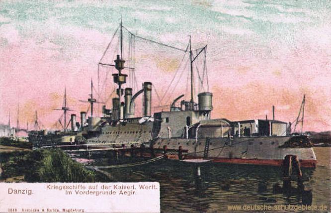 Kriegsschiffe auf der Kaiserlichen Wert Danzig. Im Vordergrunde Aegir