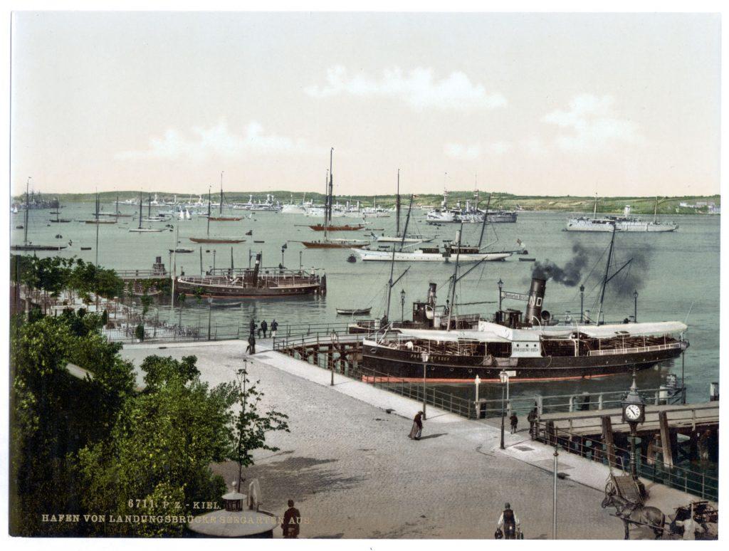 Kiel. Hafen von Landungsbrücke Seegarten aus.