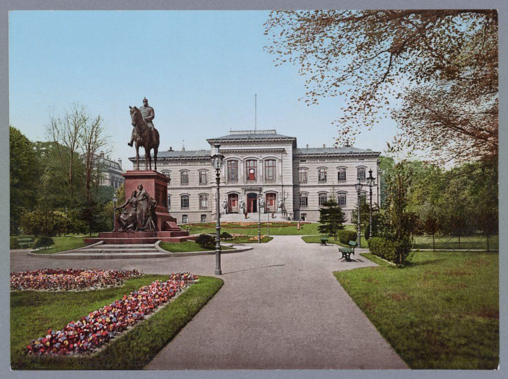 Kiel. Schlossgarten mit Universität und Kaiser Wilhelm-Denkmal.